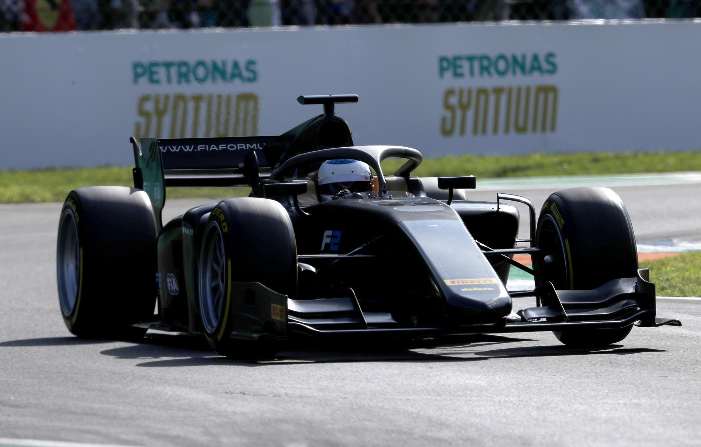 pneus pirelli f1 18 pouces