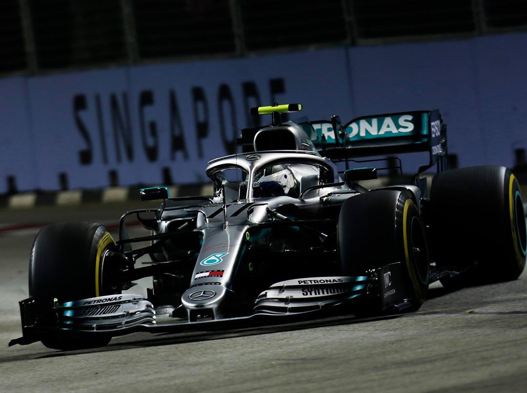 Chez Mercedes, une journée solide pour Hamilton et un crash pour Bottas à Singapour 1