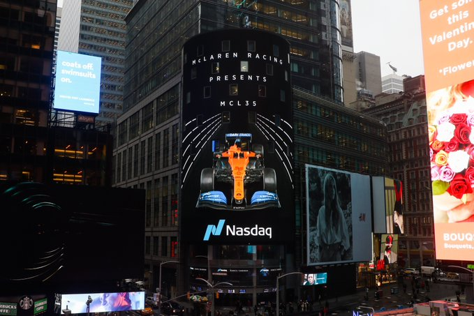 F1 - McLaren affiche sa MCL35 sur Times Square à New York
