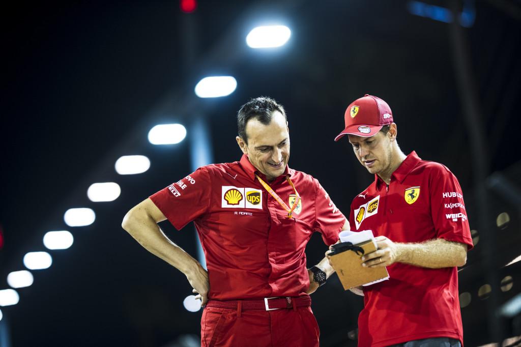sebastian Vettel et son ingénieur à Singapour 2019