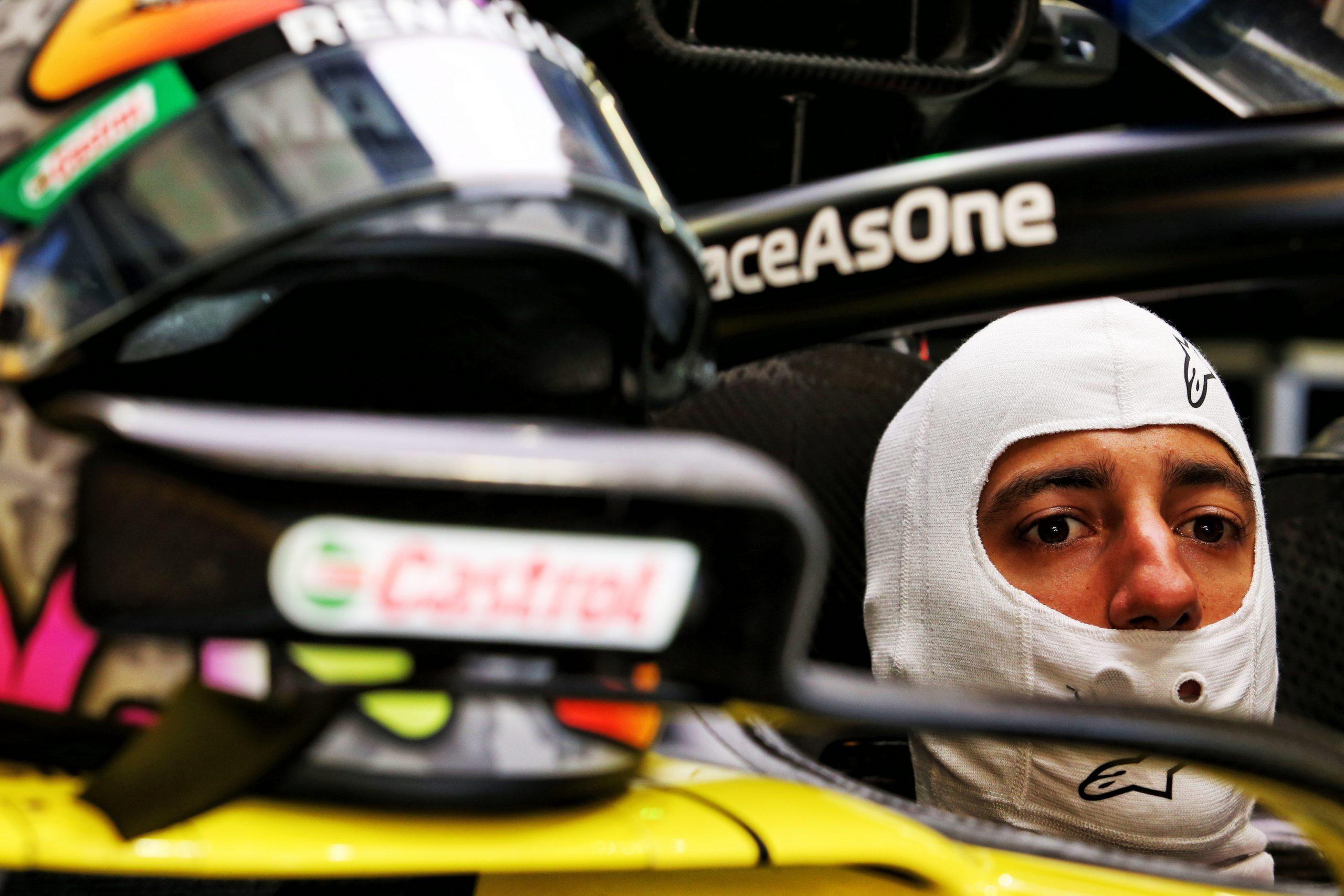 Après son crash, Ricciardo va bien mais a mal pour son équipe 1