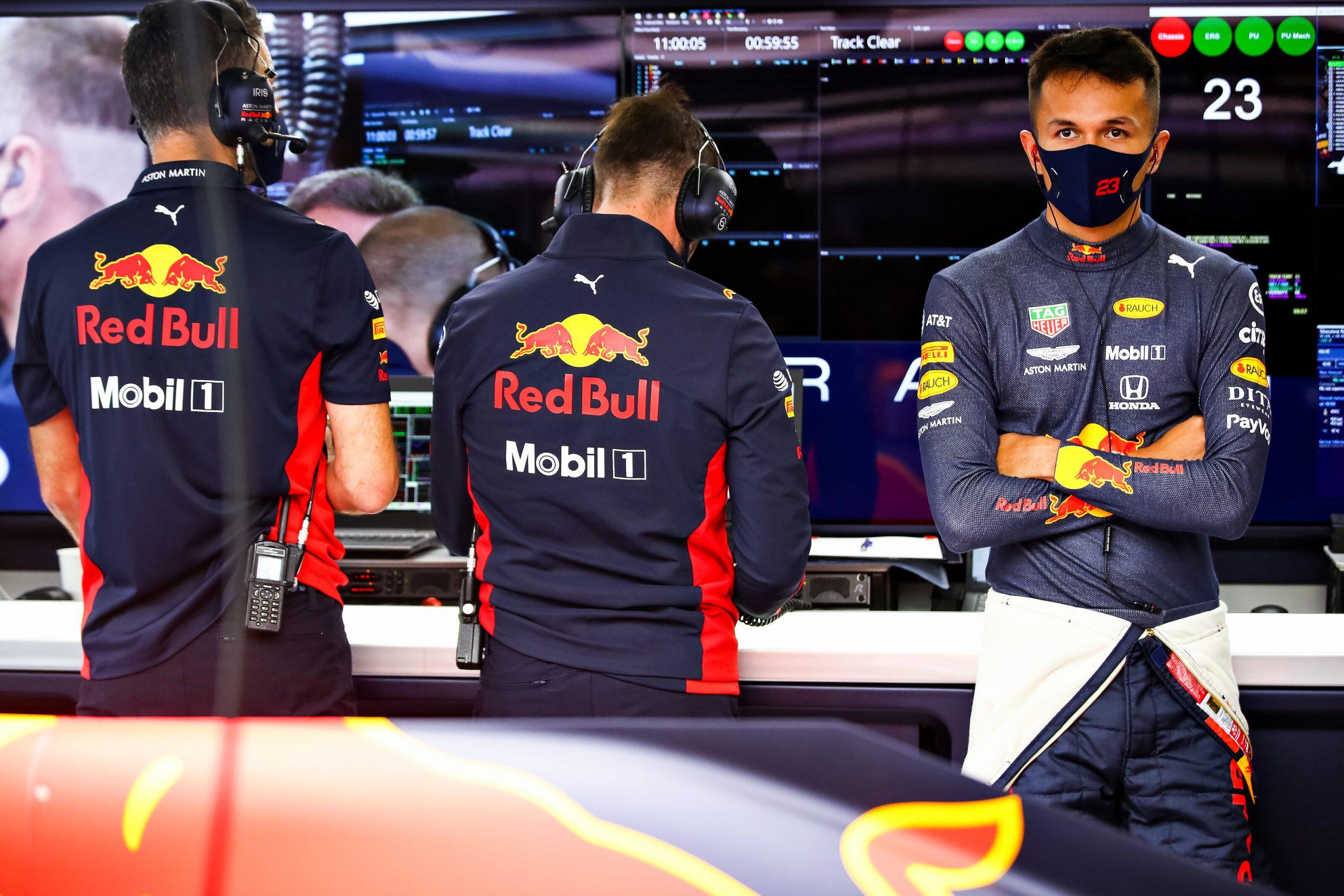 """Le patron de Red Bull défend Alex Albon après des critiques """"injustifiées"""" 1"""