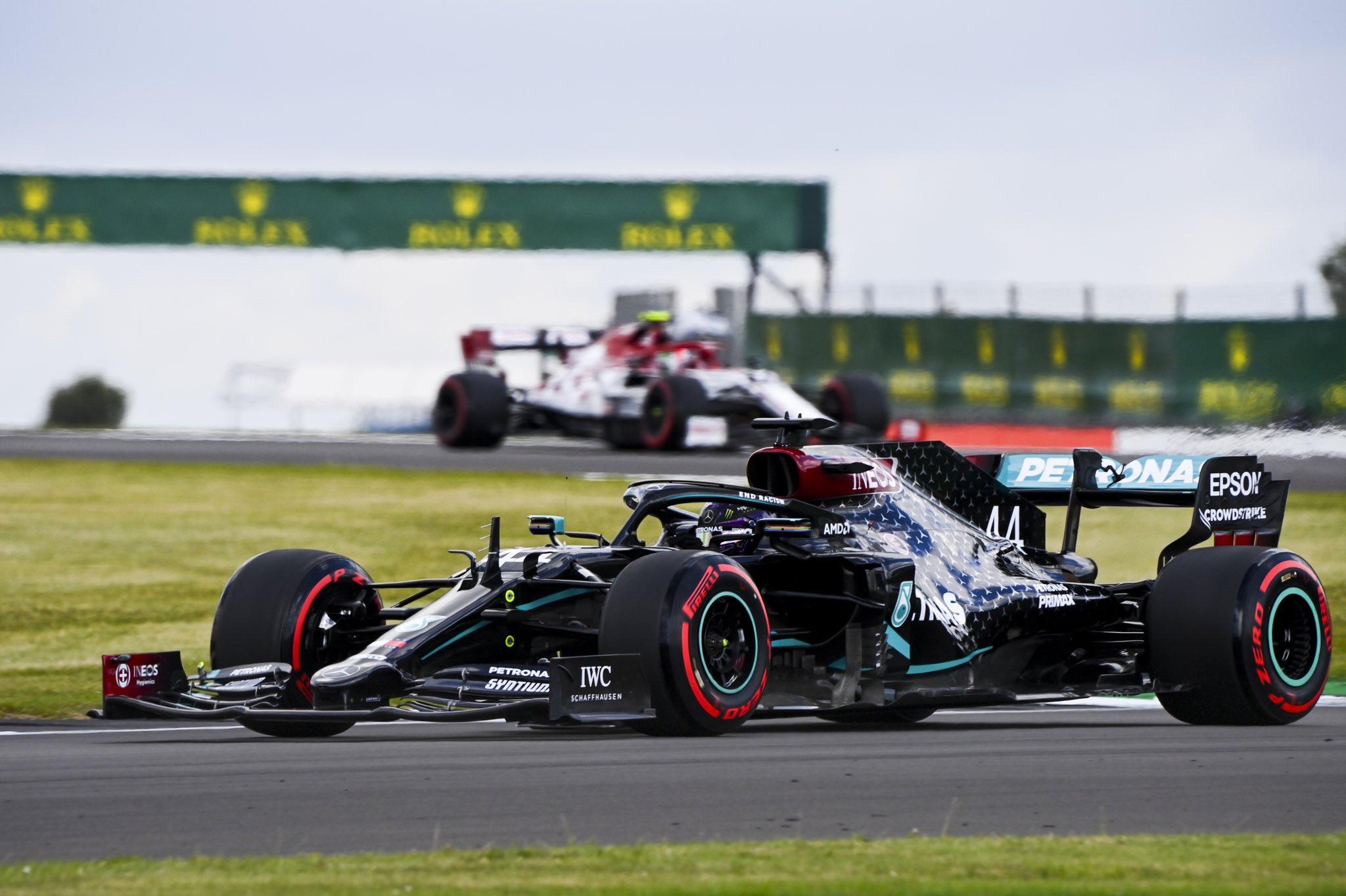 Hamilton mène un doublé Mercedes en qualifications à Silverstone 1