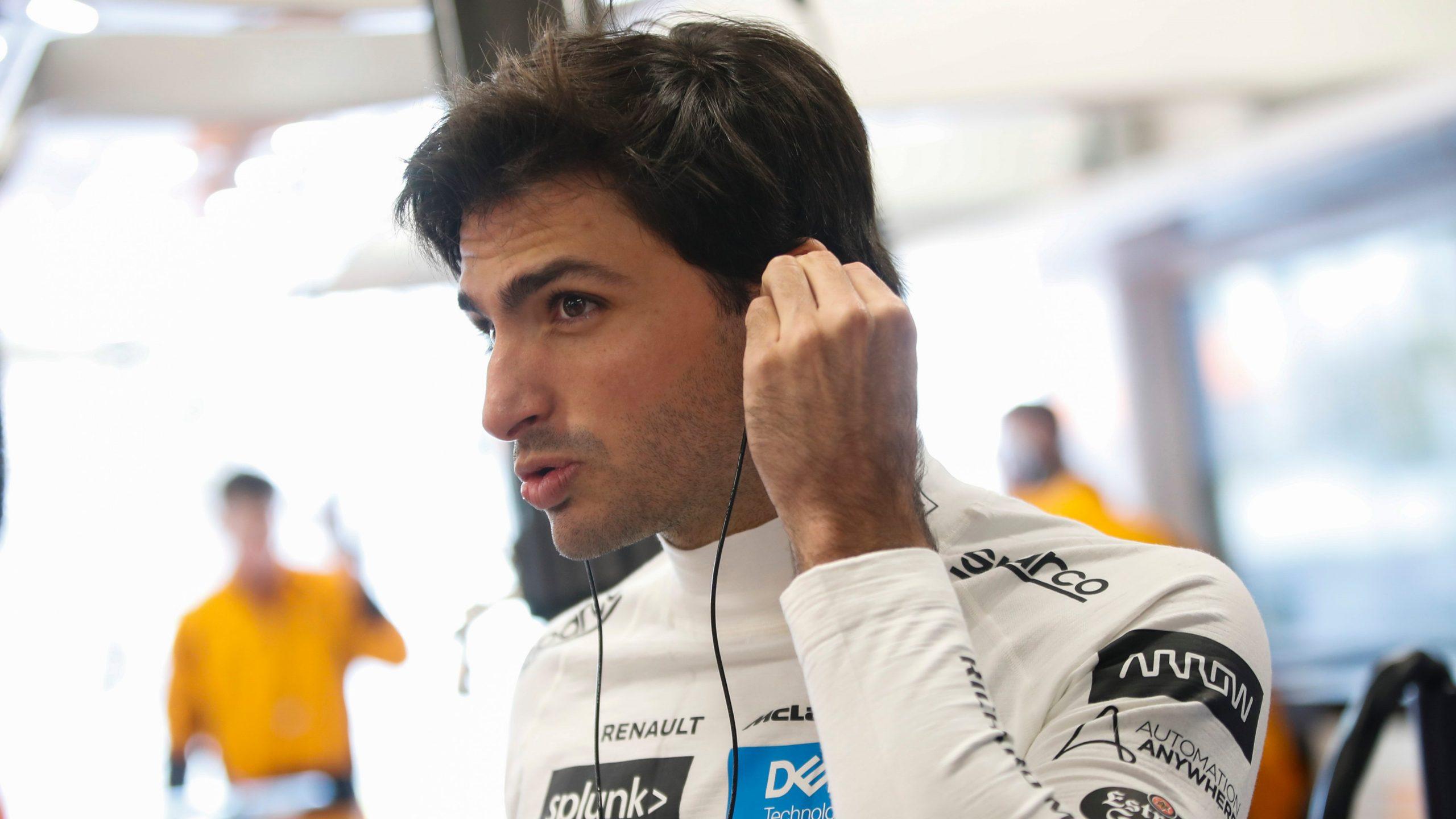 """Carlos Sainz ne décolère pas face au pilotage """"musclé"""" de Grosjean à Silvestone 1"""