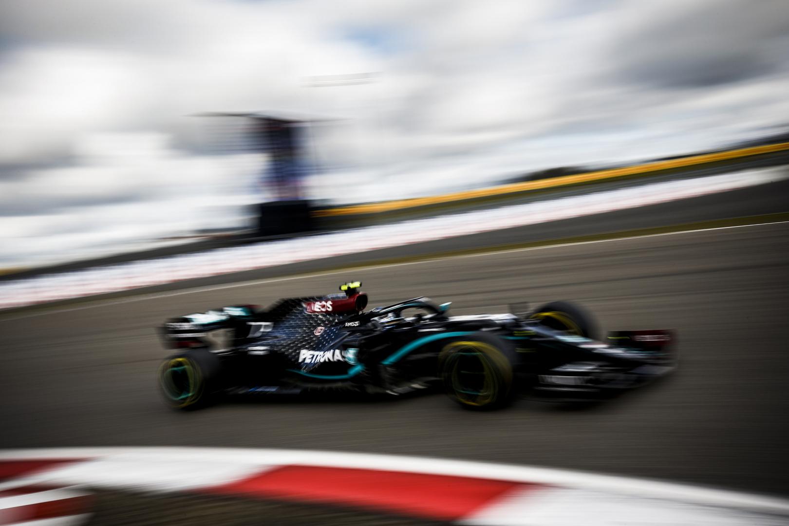 Mercedes pense que l'interdiction des modes moteur en F1 a aidé Red Bull 1