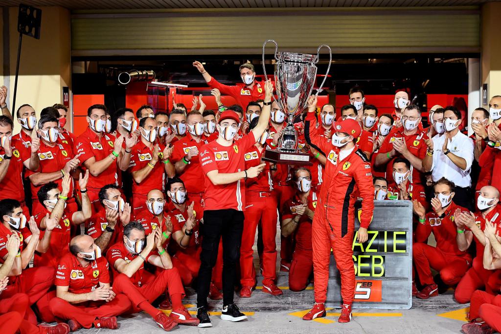 F1 - Sebastian Vettel quitte Ferrari avec un trophée