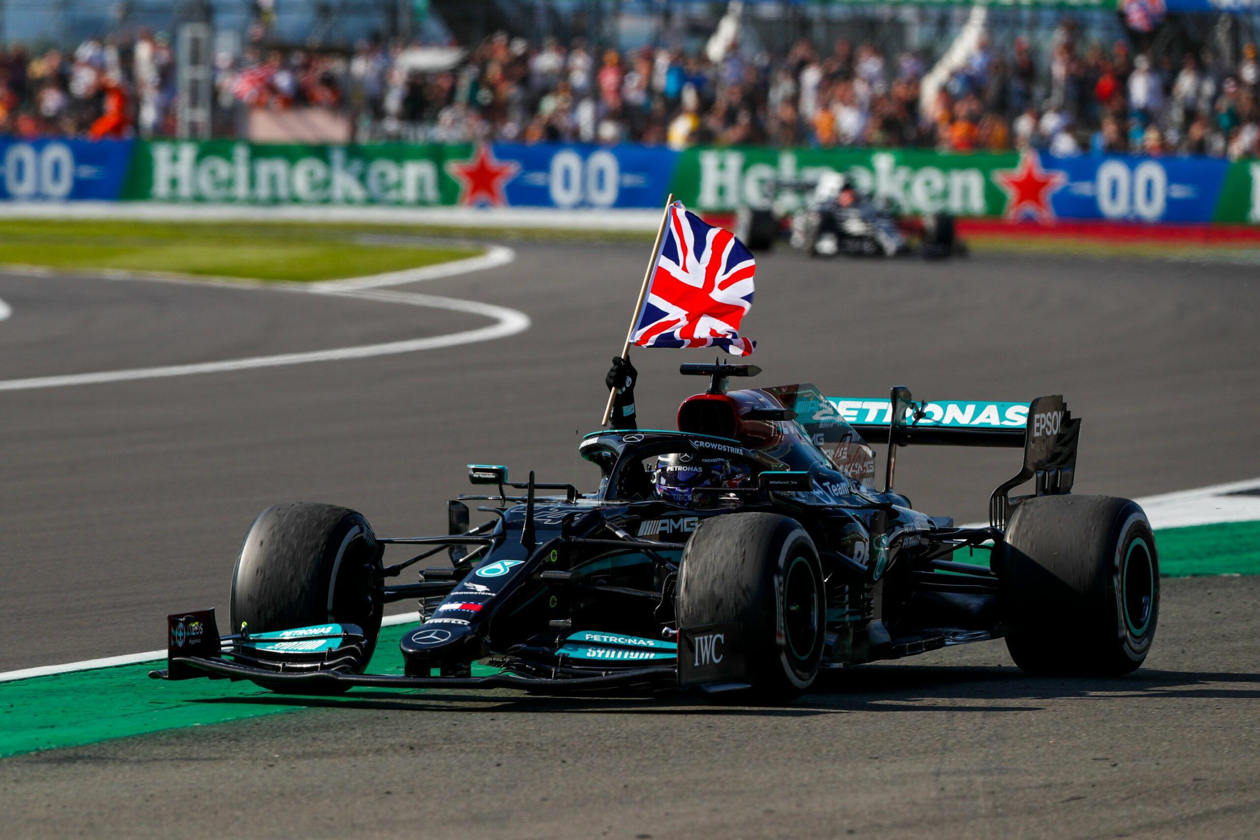 F1 - Hamilton met le feu à Silverstone, Verstappen perd gros
