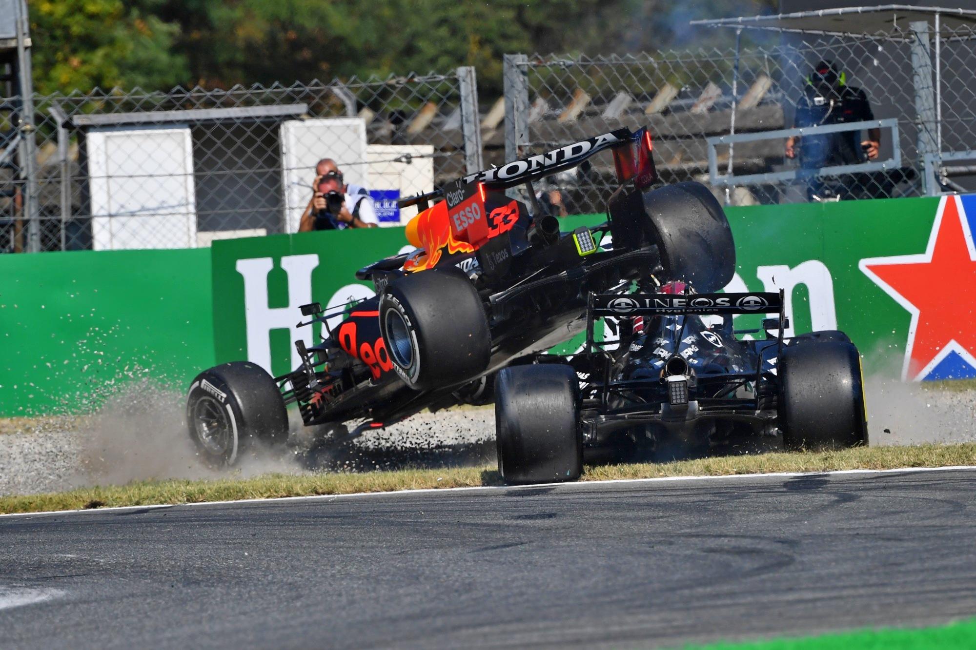 """F1 - Ricciardo """"certain"""" que Verstappen serait allé voir Hamilton en cas de blessure"""
