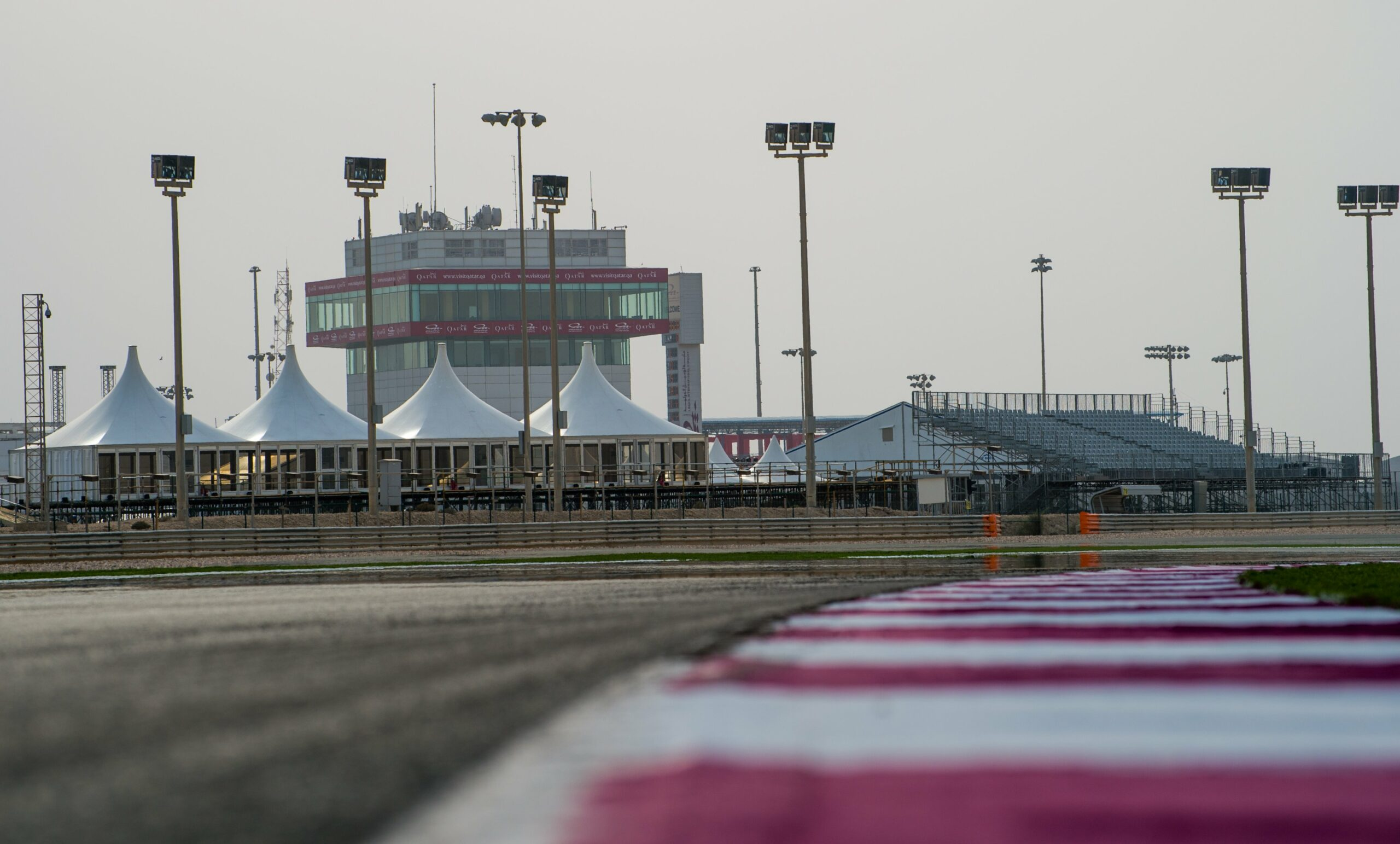"F1 - <i class=""fab fa-youtube""></i> Onboard en F1 sur le tracé de Losail au Qatar"